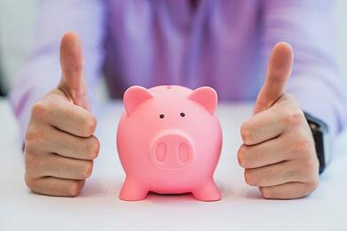 successful-business-man-with-piggy-bank-holding-thumbs-up-in-office_1391-164.jpg